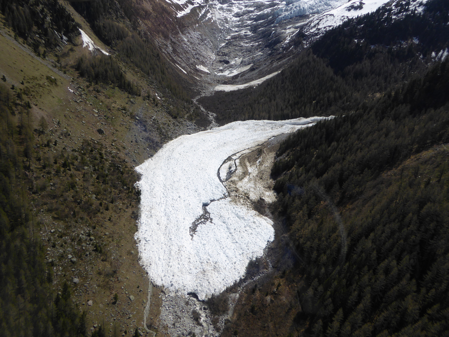 avalanche_grands_2mai2015_8